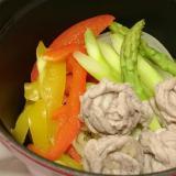 ストウブDe〜豚シャブ肉と洋風野菜の蒸し焼き