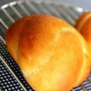 素朴で美味しい黒糖パン。