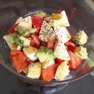 トマトとモッツァレラとアボガドサラダ