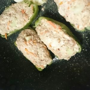 野菜でかさましピーマンの肉づめ