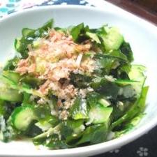 麺つゆ生姜でワカメときゅうりのサラダ