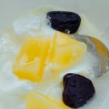 桃とプルーンヨーグルト