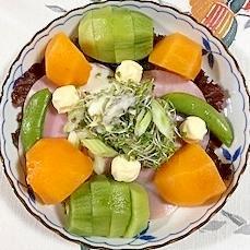 ロースハム、セロリ、キャンディチーズ、柿のサラダ