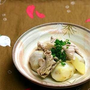 お出汁が効いた里芋の豚コマ煮