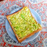 アボカドと卵のトースト