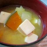 カボチャと絹豆腐のお味噌汁