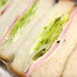 定番サンドイッチ!シャキシャキのレタスハムチーズ