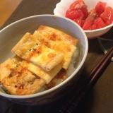 ピリ辛納豆とチーズ油揚げ丼