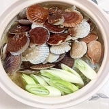 稚貝と鶏ムネ肉の鍋物