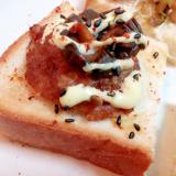 七味マヨで ハンバーグとキューちゃんのミニトースト