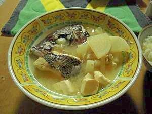 旨み満載!鯛アラの味噌汁