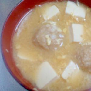 冷凍肉団子とたまごと豆腐の味噌汁