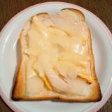じゃがいも&サラダチキン&卵のチーズトースト