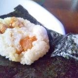 スモークサーモンの焼き鮭風おにぎり