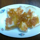 イチジクジャムと鮭フレークのトースト