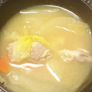 白菜と人参と豚肉のお味噌汁