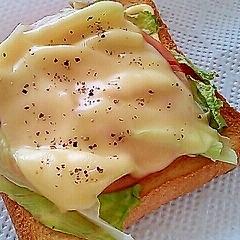 レタス・ハム・チーズのトースト