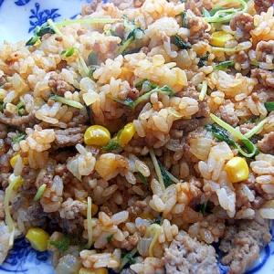 ケチャ&オイスターソース❤合挽き肉&豆苗の炒飯♪