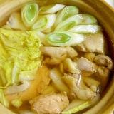 一人用土鍋で♪鶏もも肉と鮭と白菜と長ネギの寄せ鍋