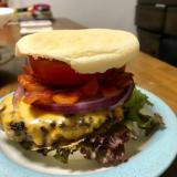 ビリ辛ソースのチーズハンバーガー