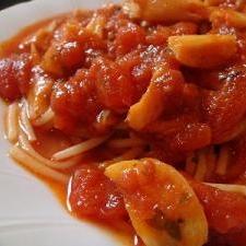 アンチョビと香草薫るトマトソースパスタ