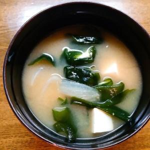 ワカメと豆腐と玉葱の味噌汁
