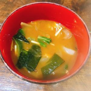 壬生菜とわかめとえのきの赤だし