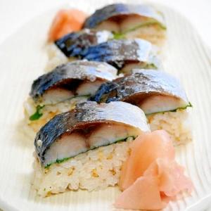 食卓がお寿司屋さんに!焼きしめサバの押し寿司