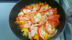 フライパン1つズッキーニとひき肉のトマトチーズ焼き