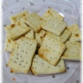 酒粕入りチーズ風味なクラッカー