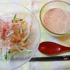 新たまねぎのサラダとマヨ納豆ドレッシング♪