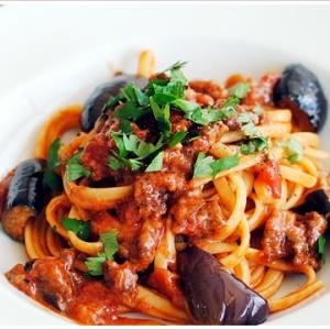 サルシッチャと茄子のラグーソースのリングイーネ