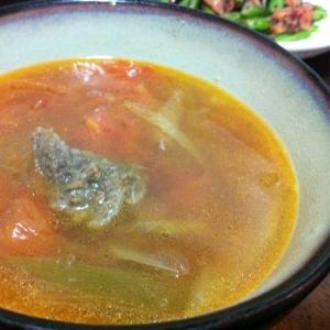 トマトと牛バラ肉の中華風スープ