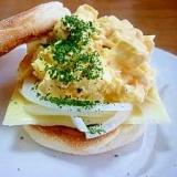 チーズ&ゆでたまごのイングリッシュマフィン♪