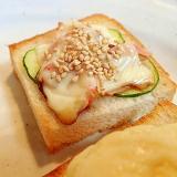 ソースで 胡瓜とシーサラダとチーズのミニトースト