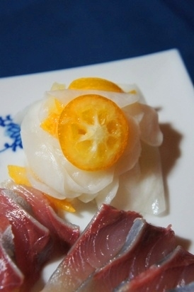 お節料理にも、花びら蕪と金柑の酢の物