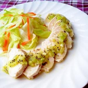 レンジで作る鶏ハムの爽やかキウイソース