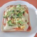 ブロッコリーとコーンのピザトースト