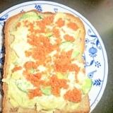 ポテトサラダと鮭フレークのトースト
