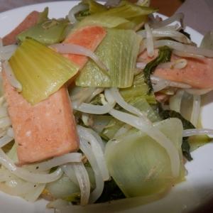 青梗菜とランチョンミートの炒め物