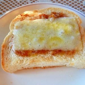 朝食に♪甘辛胡桃みそだれチーズトースト