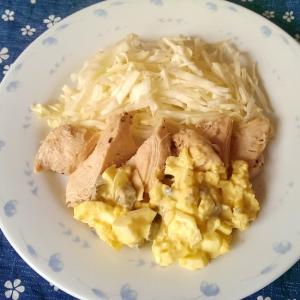 蒸し鶏のキューちゃんタルタルソース添え