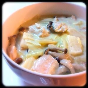 スープリメイク。鶏肉と大根とキャベツの豆乳シチュー