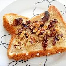 カリカリ美味しい ごまペースト×くるみのトースト