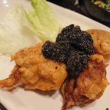 鶏唐揚げの黒ゴマダレかけ