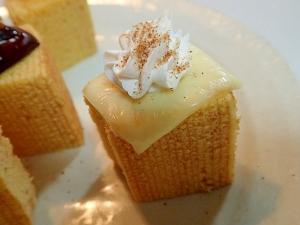 チーズとホイップとシナモンシュガーの焼きバーム