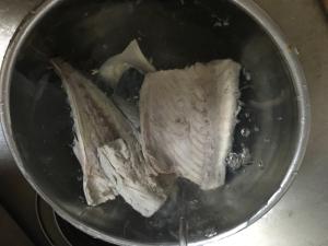 魚の霜降り!臭み取り。煮付け、あら汁のその前に♪