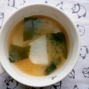 カブ・わかめの味噌汁