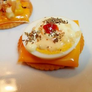 チェダーチーズとゆで卵の焼きクラッカー