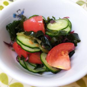 海藻ミックスとトマトのサラダ